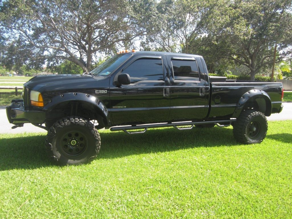 Mint condition 2000 Ford F 350 LARIAT monster truck