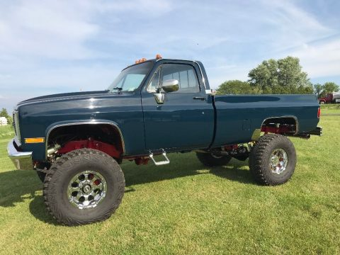 Show truck 1985 GMC Sierra 2500 monster truck for sale