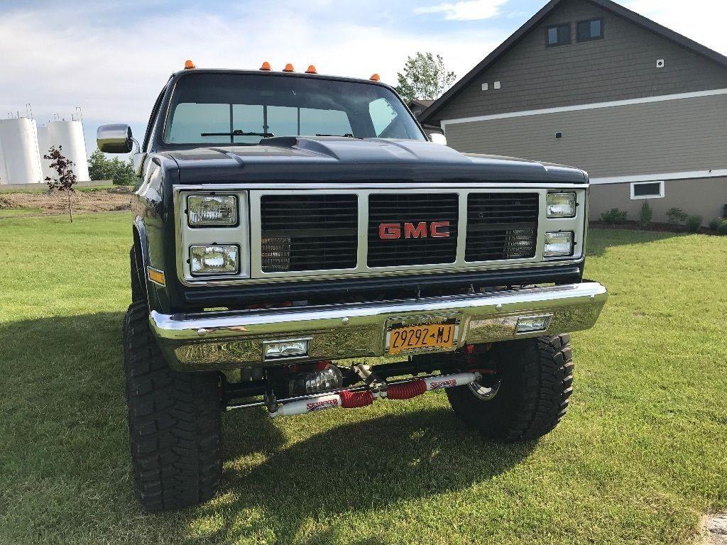 Show truck 1985 GMC Sierra 2500 monster truck for sale