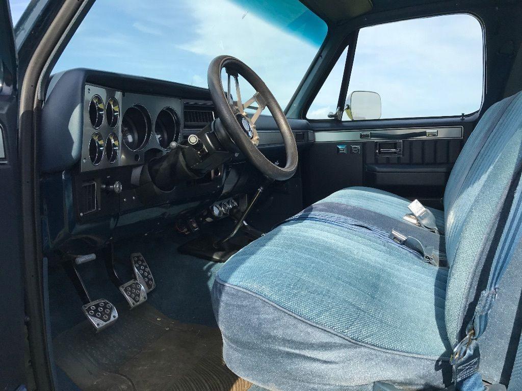 Show truck 1985 GMC Sierra 2500 monster truck