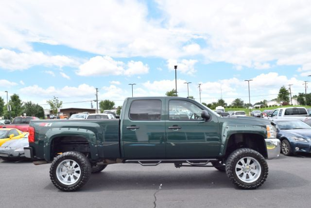 loaded 2008 Chevrolet Silverado 2500 LT1 monster truck