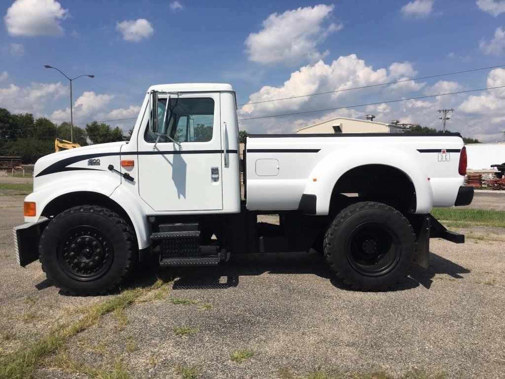 custom lifted 2001 International Harvester 4900 DT 466E monster truck