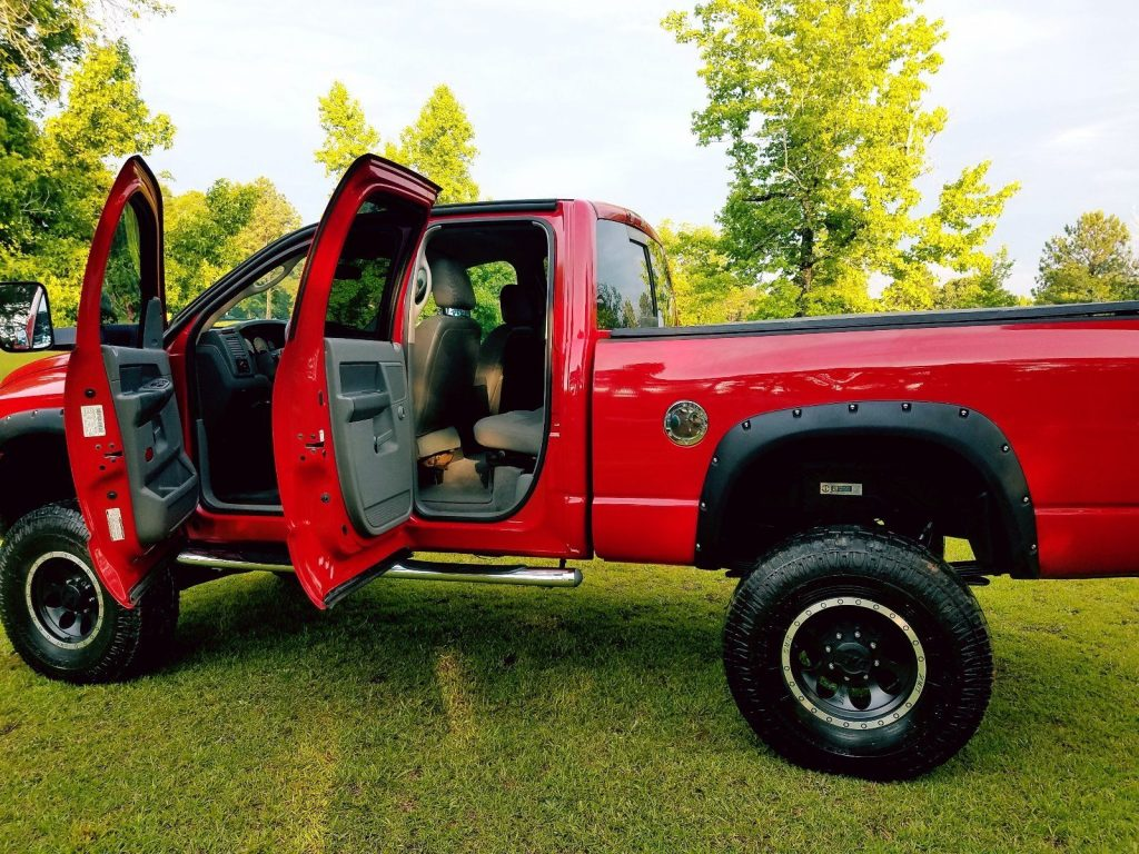 well equipped 2006 Dodge Ram 2500 SLT monster truck