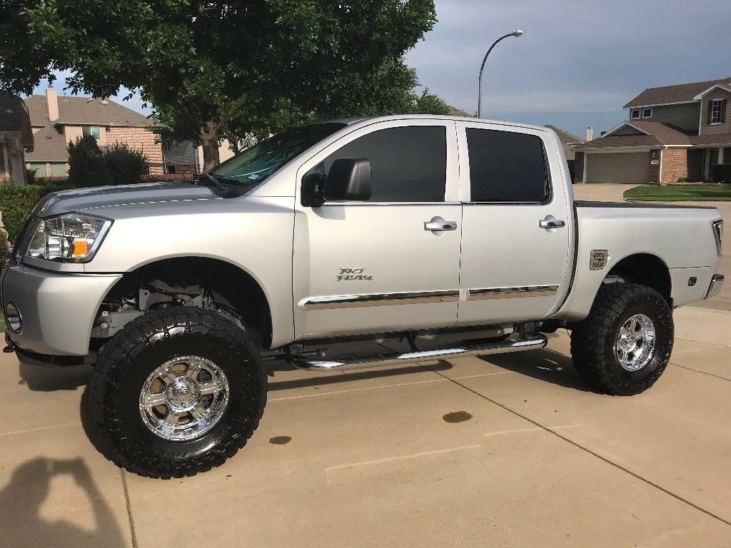 fully loaded 2007 Nissan Titan SE Crew Cab monster truck