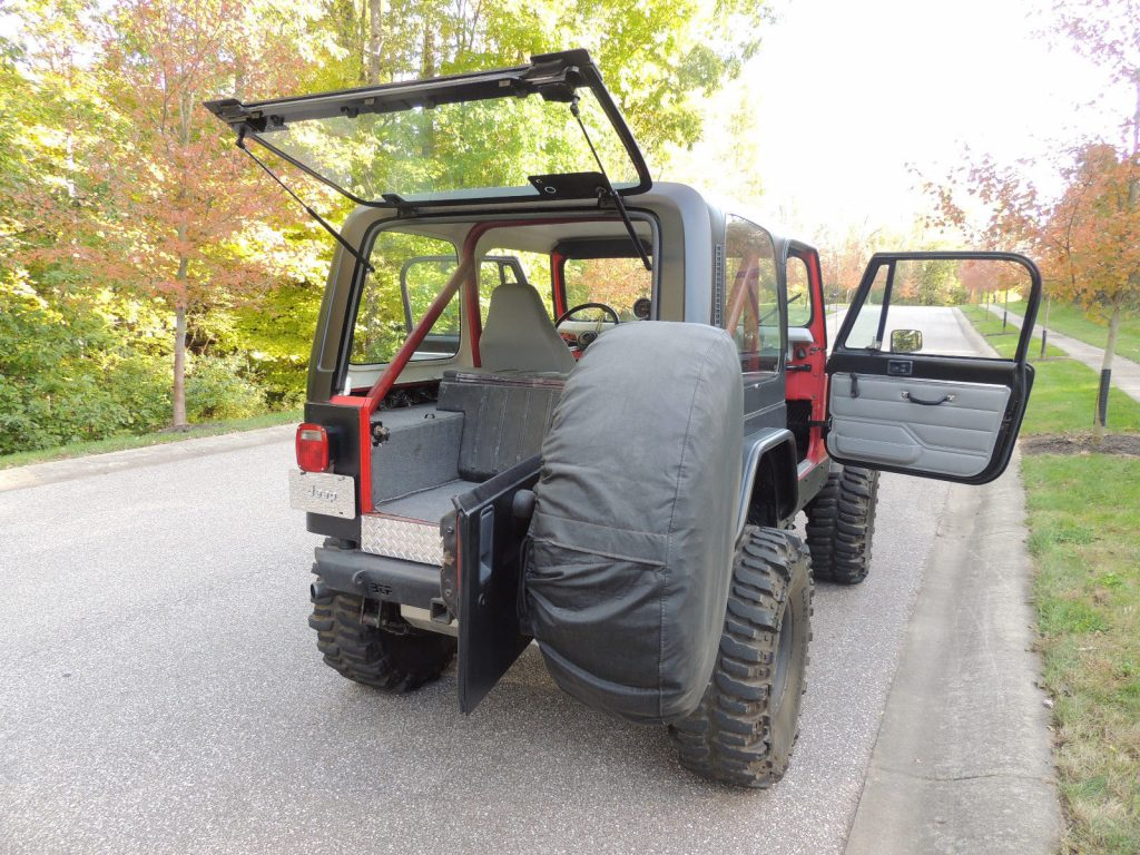 restored 1983 Jeep CJ Renegade 4×4 monster
