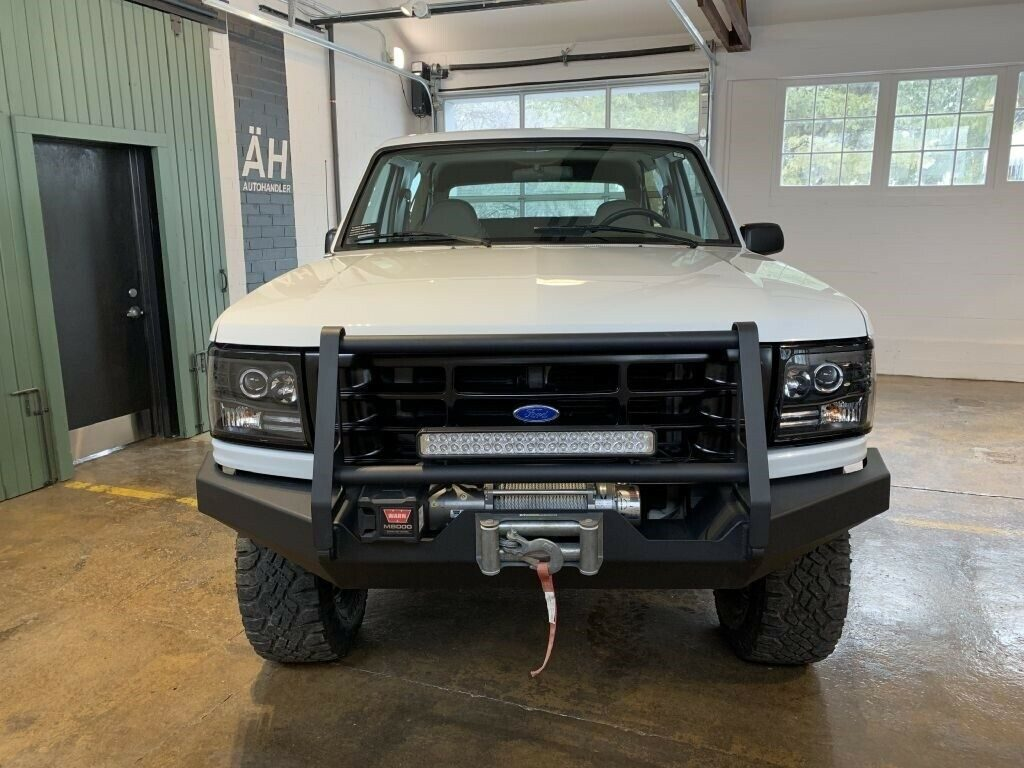 nicely modified 1995 Ford Bronco U100 monster