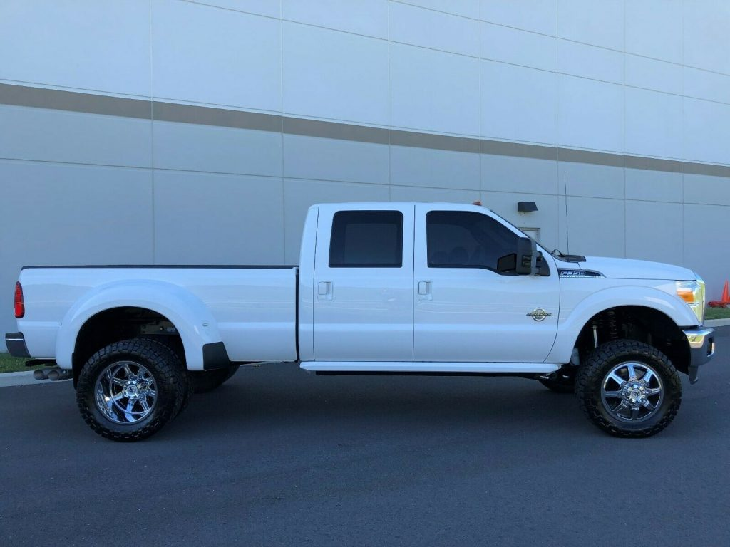 well optioned 2016 Ford F 350 LARIAT monster