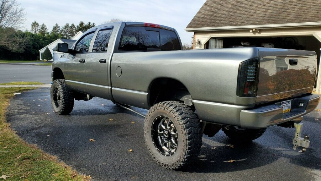well optioned 2005 Dodge Ram 2500 slt monster