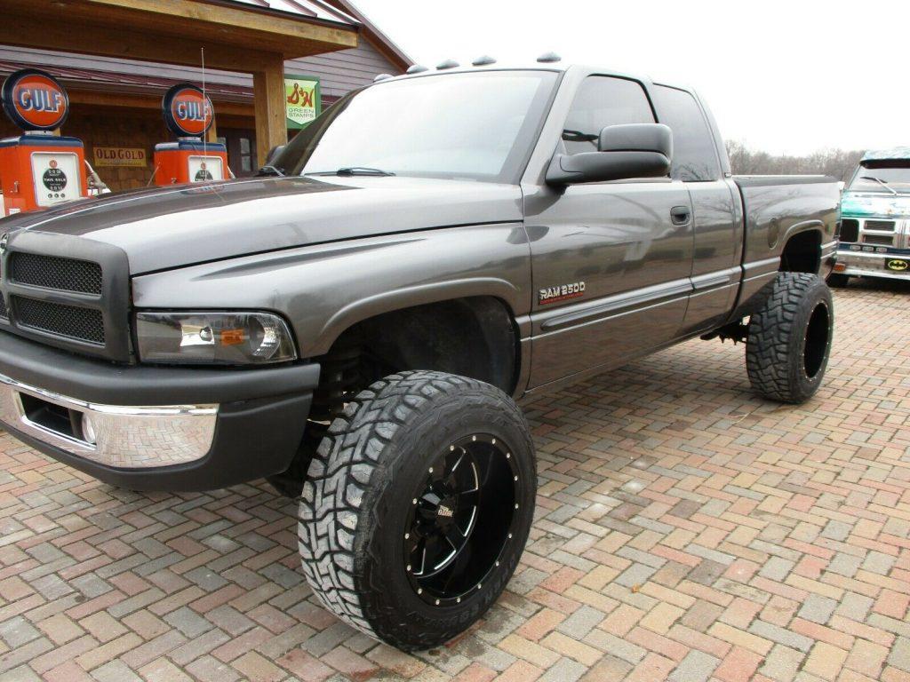 no rust 2002 Dodge Ram 2500 LARAMIE monster